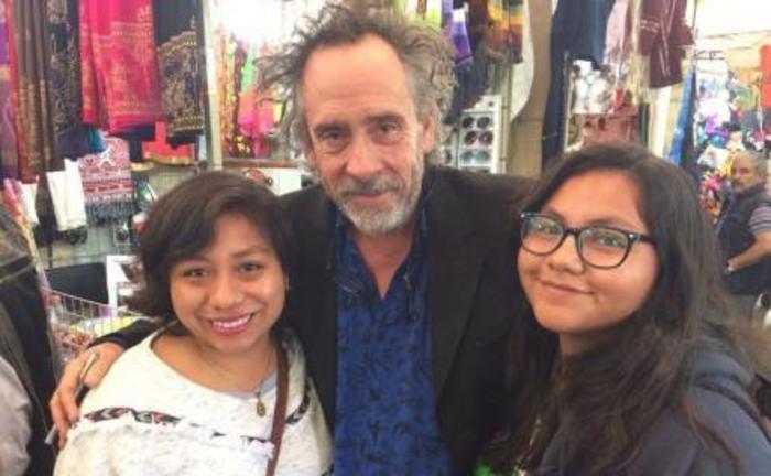 Tim Burton pasea por Coyoacán