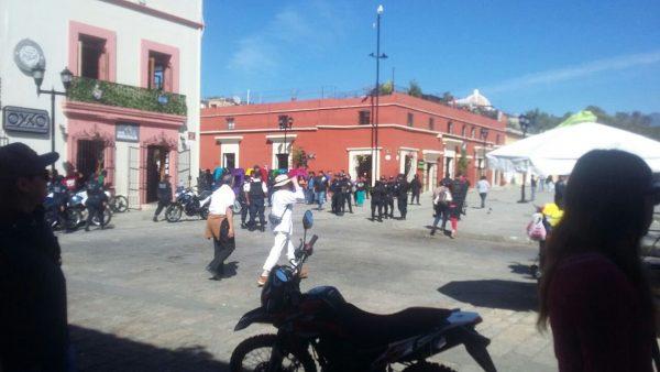 Comerciantes pelean espacios en Santo Domingo