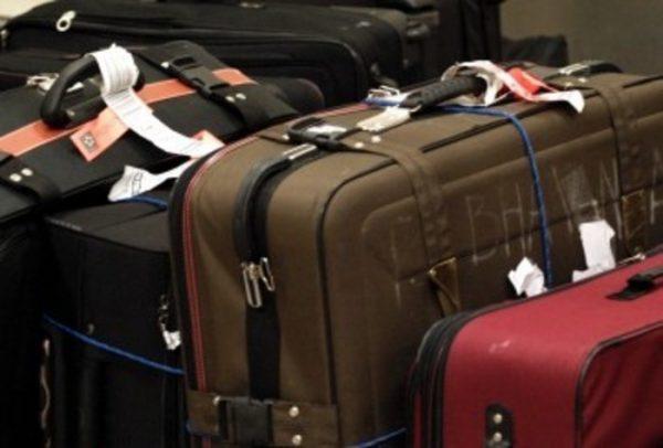 Detienen a brasileña que llevaba el cadáver de su esposo en una maleta