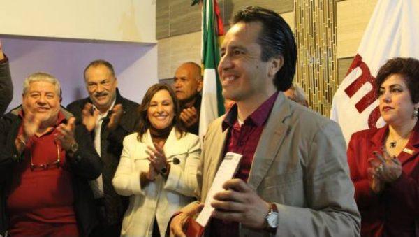 Cuitláhuac García se registra como precandidato de Morena al gobierno de Veracruz