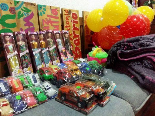 """Jóvenes de """"U-Manos"""" Tuxtepec realizan colecta de juguetes para niños de Usila"""