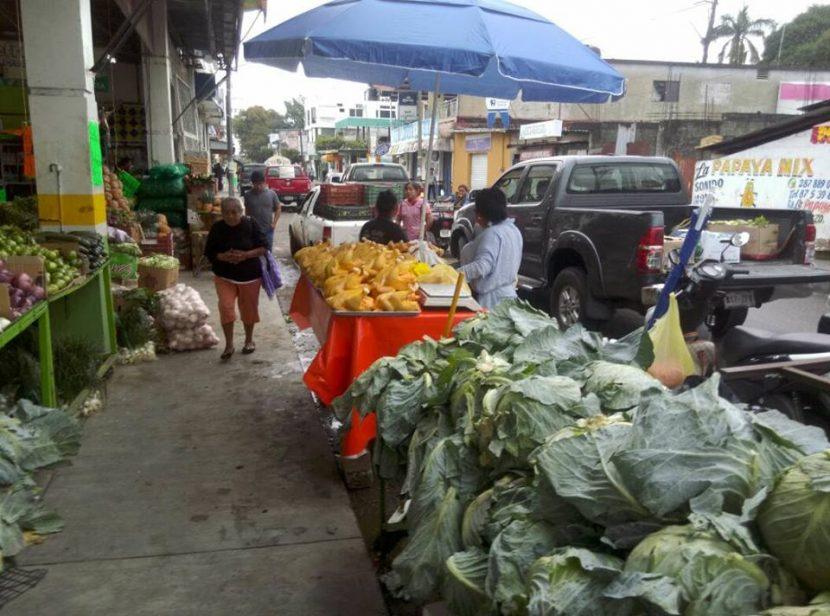 Comerciante exige a autoridades poner alto a ambulantaje