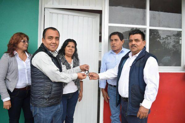 Entrega edil de Usila dos aulas didácticas a escuela primaria Benito Juárez
