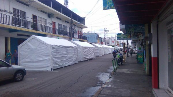 Instalan carpas sobre avenida independencia de Tuxtepec