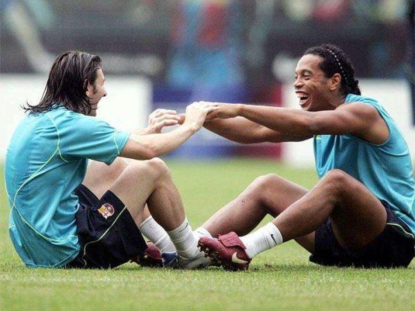 De leyenda a leyenda: Messi se despide de Ronaldinho