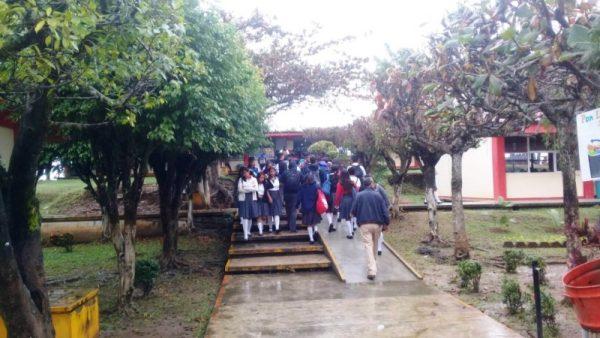Regresan a clases mil 400 alumnos al COBAO 07