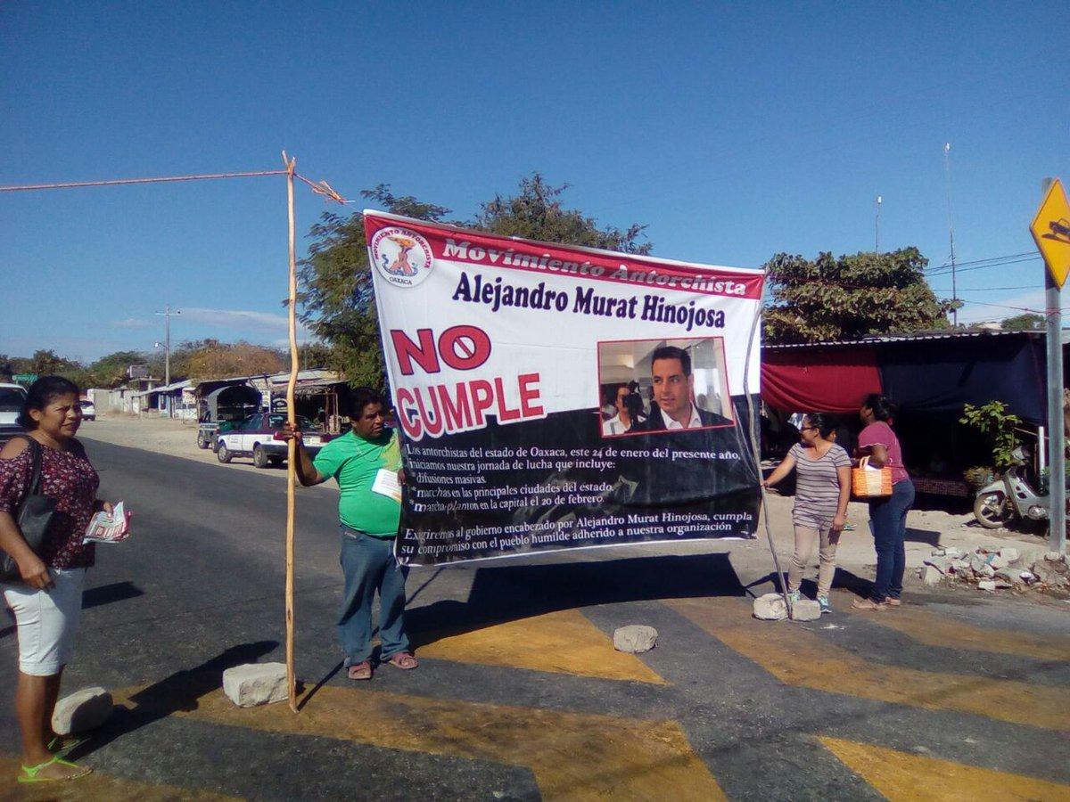 Colapsa Oaxaca por más de 20 bloqueos carreteros