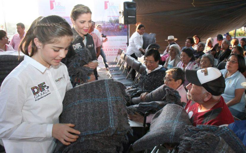 Ivette Morán de Murat encabeza gira de trabajo en San Agustín Etla