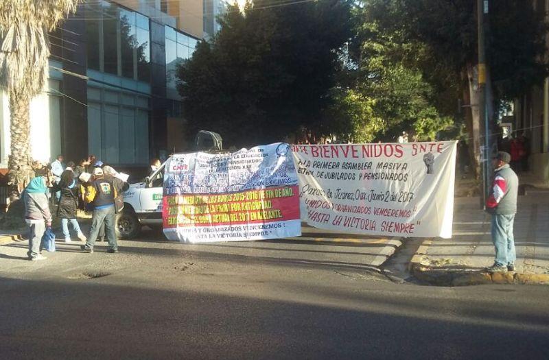 Anuncian paro indefinido maestros en Michoacán
