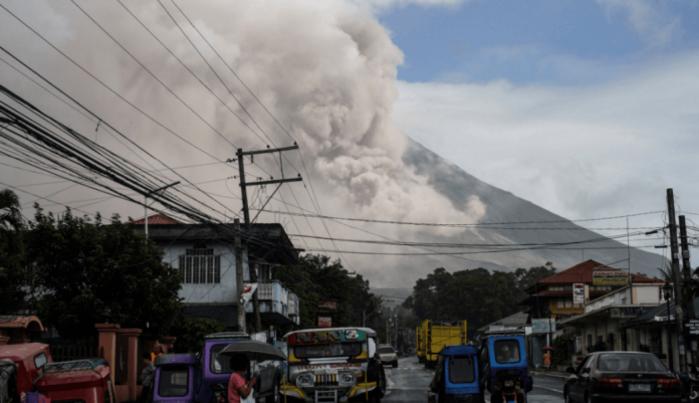 Nuevamente hace erupción el volcán Mayon — Filipinas