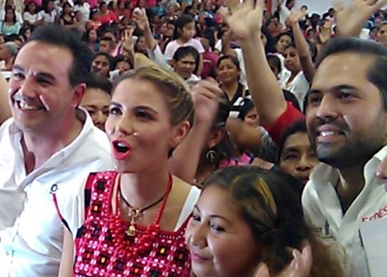 #ASILASCOSAS. Raul Bolaños, respaldado por Ivette Moran de Murat, Dávila ausente.