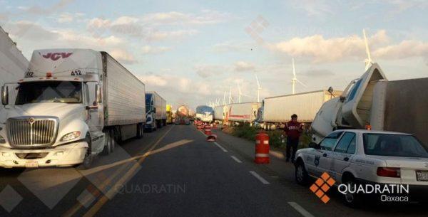 Suspenden tránsito en autopista del Istmo por fuertes vientos