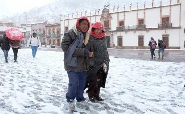 Prevén caída de nieve y heladas en algunos estados del país