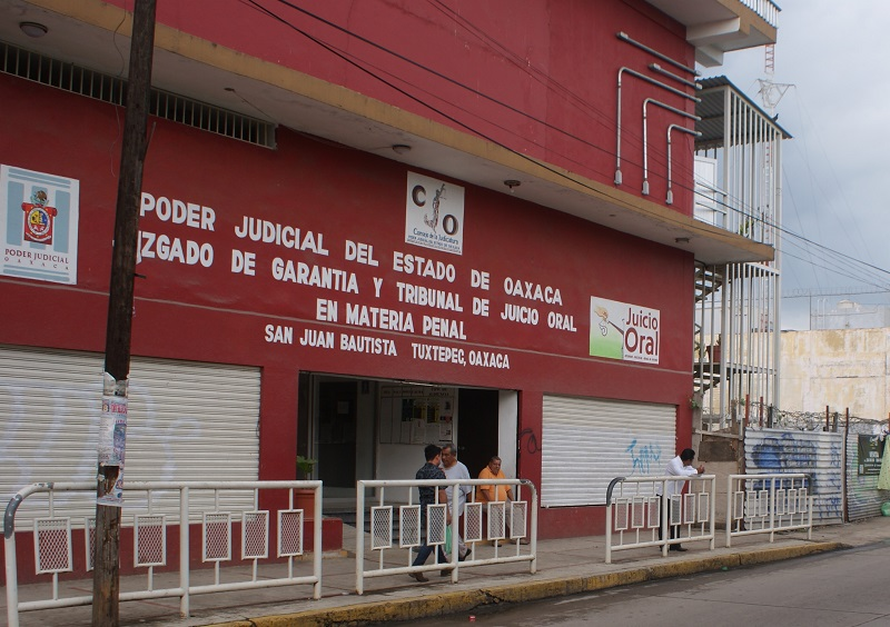 Adeuda gobierno pago de dos años a intérpretes de juicios orales