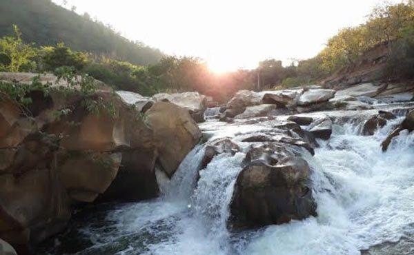 Buscan cuerpo de adolescente que ingresó ebrio a un río en la Costa