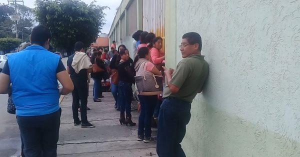 """Niegan entrada a padres de familia y medios de comunicación a audición de """"Flor de Piña"""""""