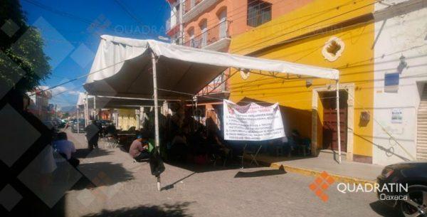 Mantienen paro sindicalizados de salud en Oaxaca