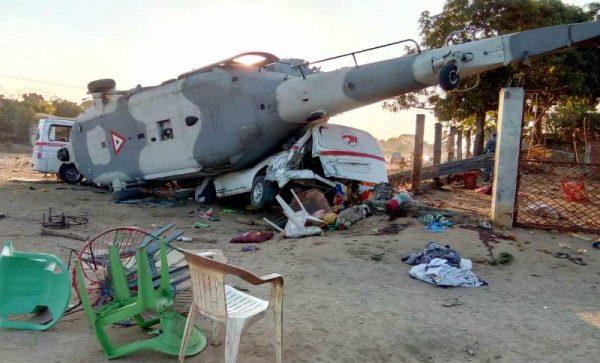 Inician trabajos para trasladar helicóptero que cayó en Jamiltepec