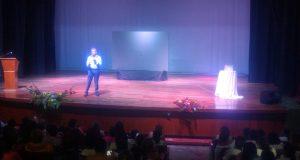 """Imparte Héctor Sandarti, conferencia en Tuxtepec  """"si cambias tú, cambia todo"""""""