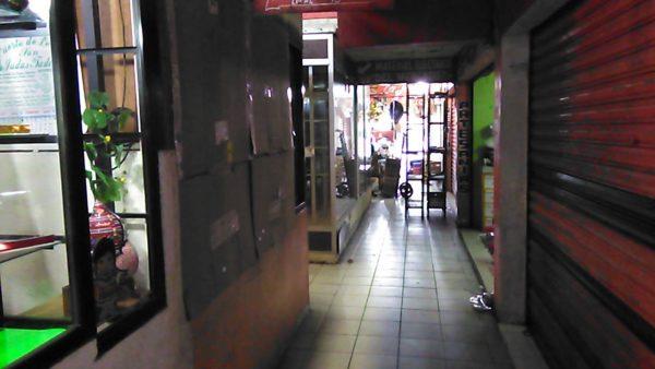Locatarios del mercado se quejan por falta de luz en espacios provisionales