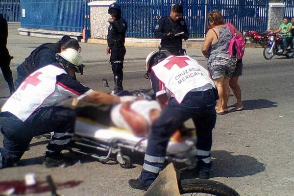 Dos heridos de gravedad, tras choque de motos frente a Cervecera