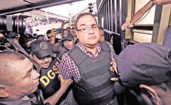 Javier Duarte se pone a disposición de la PGR por desaparición forzada