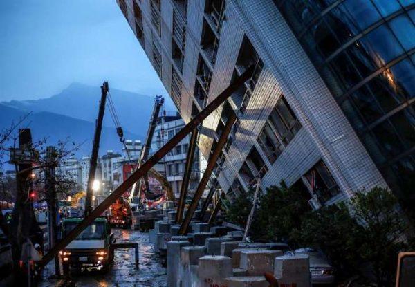 Aumenta a 7 muertos y 51 desaparecidos por sismo en Taiwán