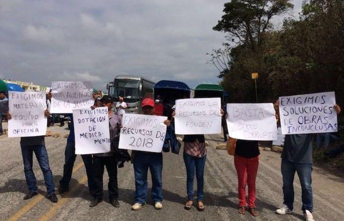 Agentes municipales de Matías Romero exigen atención de su presidente