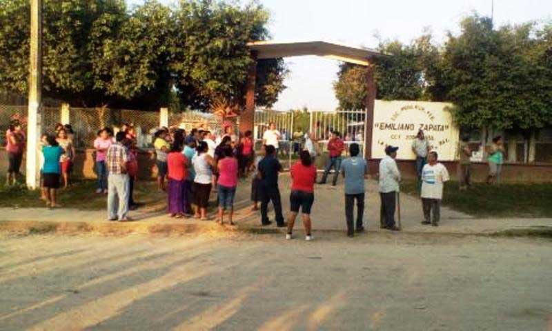 Habitantes de La Mina corren a maestros de la S-22