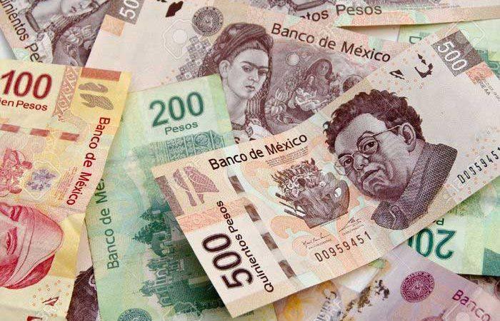 Patrones proponen aumentar salario mínimo a 102 pesos al día