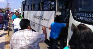 A  jalones, transportistas recuperan unidades