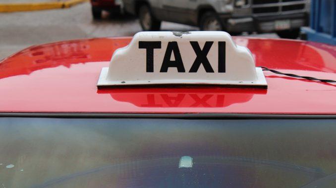 """Sin presencia de policía vial, lanzan programa """"Taxi seguro"""" en Tuxtepec"""