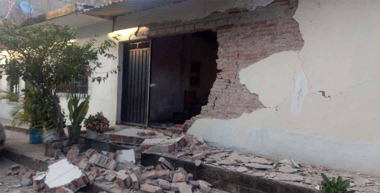 Reportan daños a viviendas en la Costa de Oaxaca por sismo