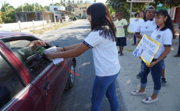 """Alumnos """"botean"""" por heridos de accidente aéreo en Oaxaca"""