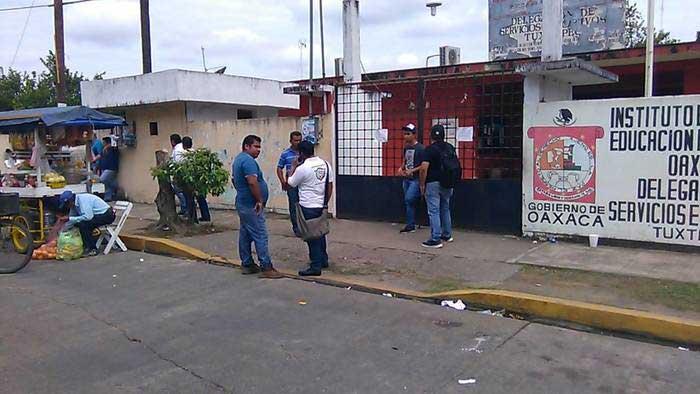 Sección 22 toma oficinas del gobierno del estado en Tuxtepec