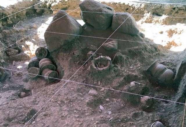 Encuentran en México grabados en piedra de tres mil años de antigüedad