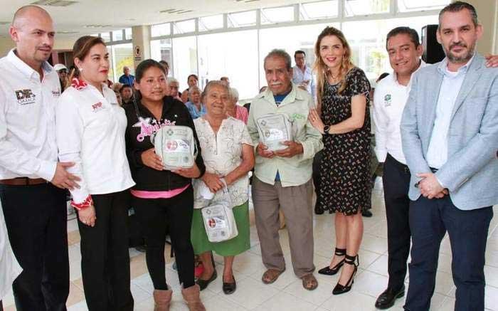 De la mano con la Beneficencia Pública Nacional y Estatal, DIF Oaxaca entrega aparatos auditivos a personas mayores, niños y niñas oaxaqueñas