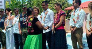 Atestigua Murat entrega de 38 casas a damnificados por sismo en Oaxaca