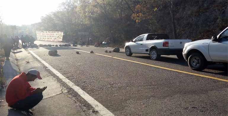 Reinstalan bloqueo en la carretera Oaxaca-Tehuantepec