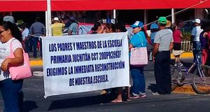 Bloquea CNTE crucero principal en Juchitán