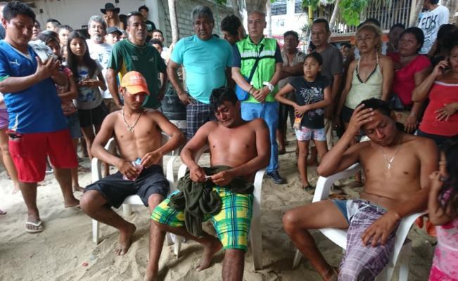 Rescatan a tres pescadores que naufragaron en la Costa