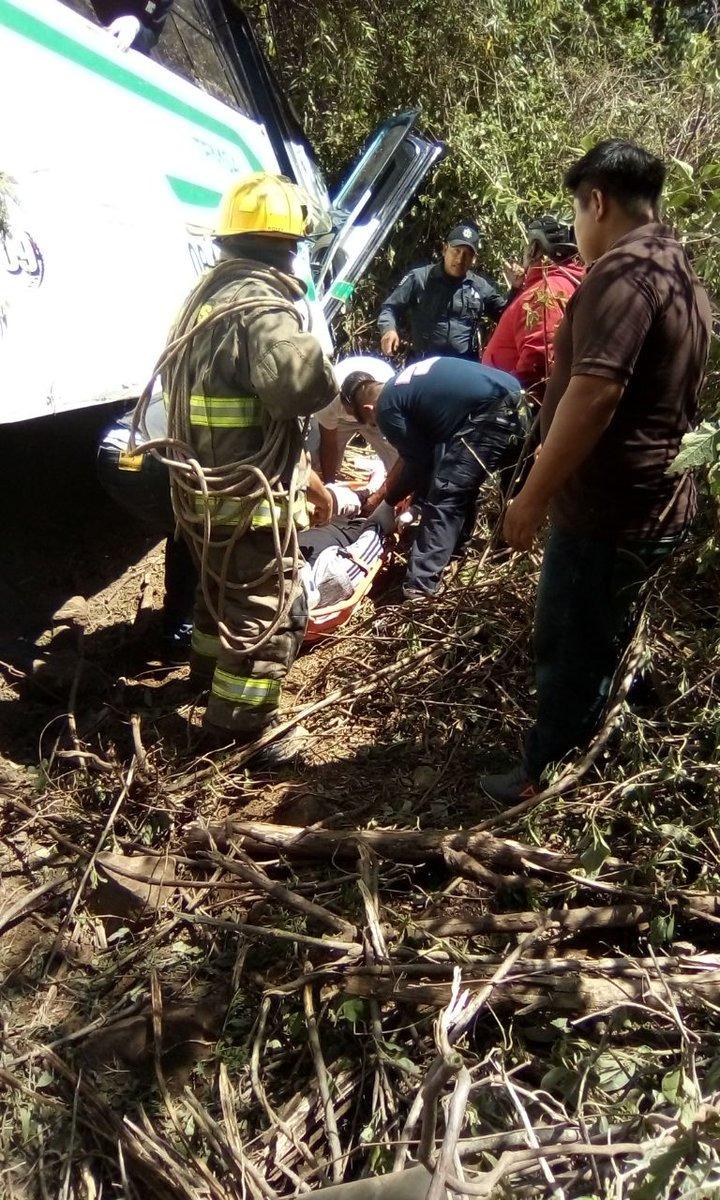 Viajaba 37 pasajeros, 5 están lesionados por accidente en la carretera Oaxaca-Tuxtepec