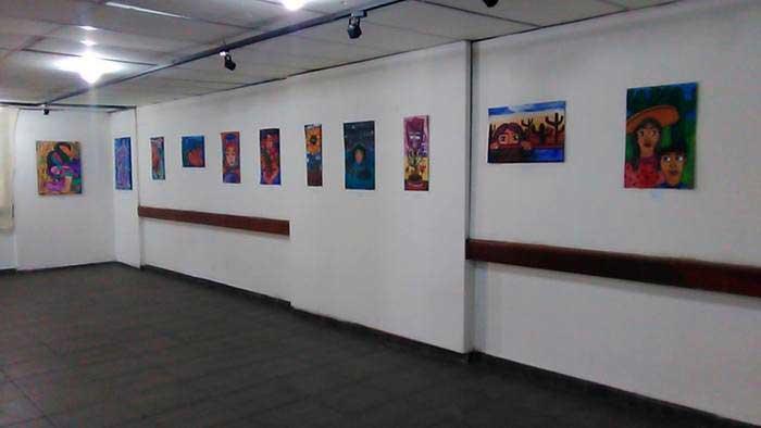 Estudiantes exponen pinturas en galería de la casa de la cultura de Tuxtepec