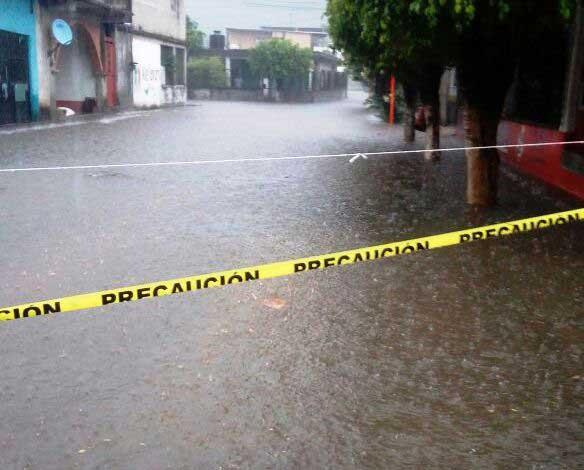 Tromba atípica afecta a calles  de Valle Nacional y a 12 comunidades