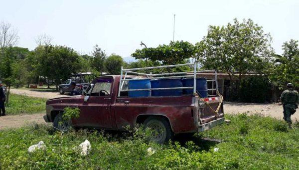Fuerzas estatales y Ejército mexicano aseguran 800 litros de hidrocarburo en Tuxtepec