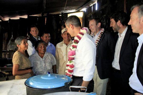 Suman esfuerzos Gobiernos de Oaxaca y España para abastecer de energía eléctrica a mil viviendas