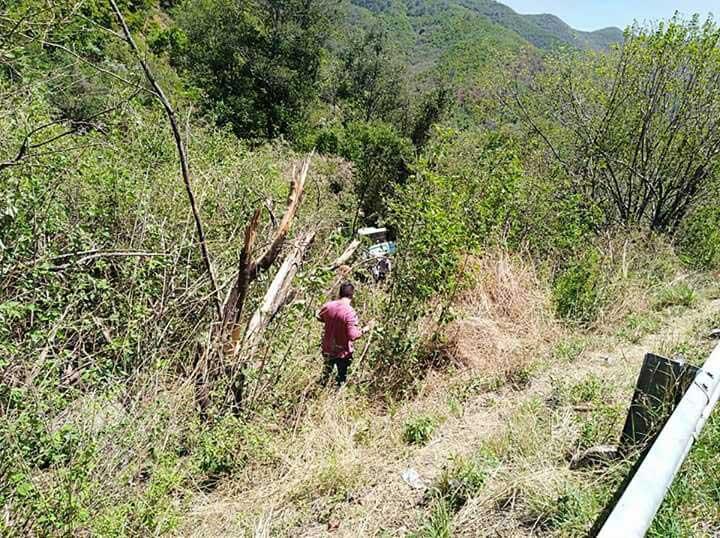 Cae a barranco autobús con 59 pasajeros en la carretera Oaxaca-Tuxtepec