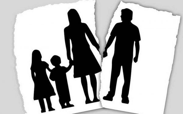 Padre de 9 hijos pide divorcio al enterarse de que era estéril