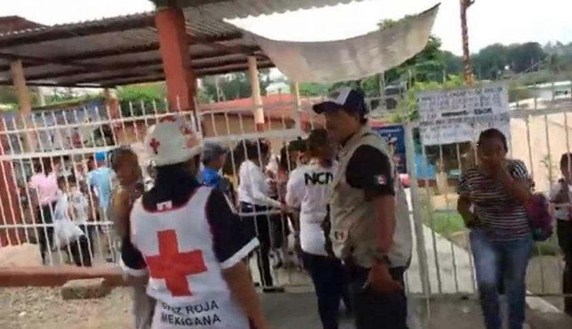 Trasladan a ocho menores a hospitales por intoxicación en escuela de Tuxtepec