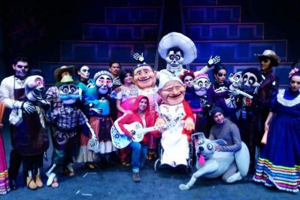 """Abren dos funciones más de la obra de teatro """"Coco"""" en Tuxtepec"""
